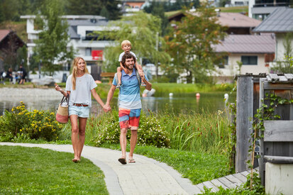 Families spend time at the lake in See in Tirol